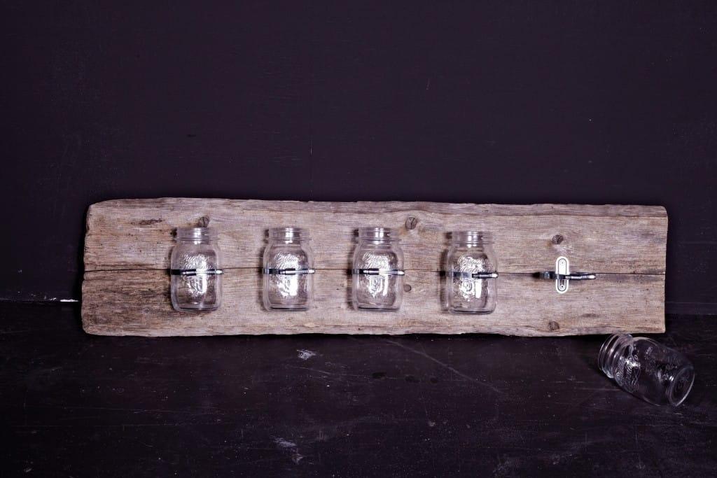 Mein Beautyregal aus einem schönen Stück Holz und Gläsern